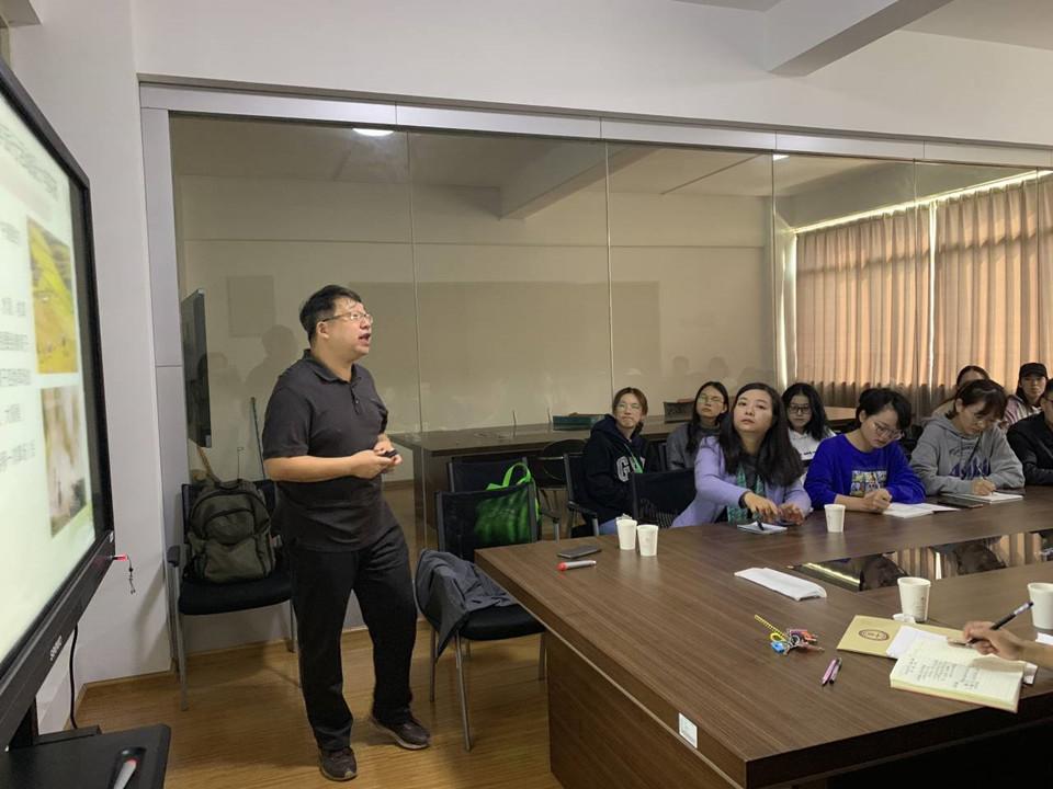 """孔翔教授来我院做""""白哈巴村研学旅行活动的思考""""讲座"""