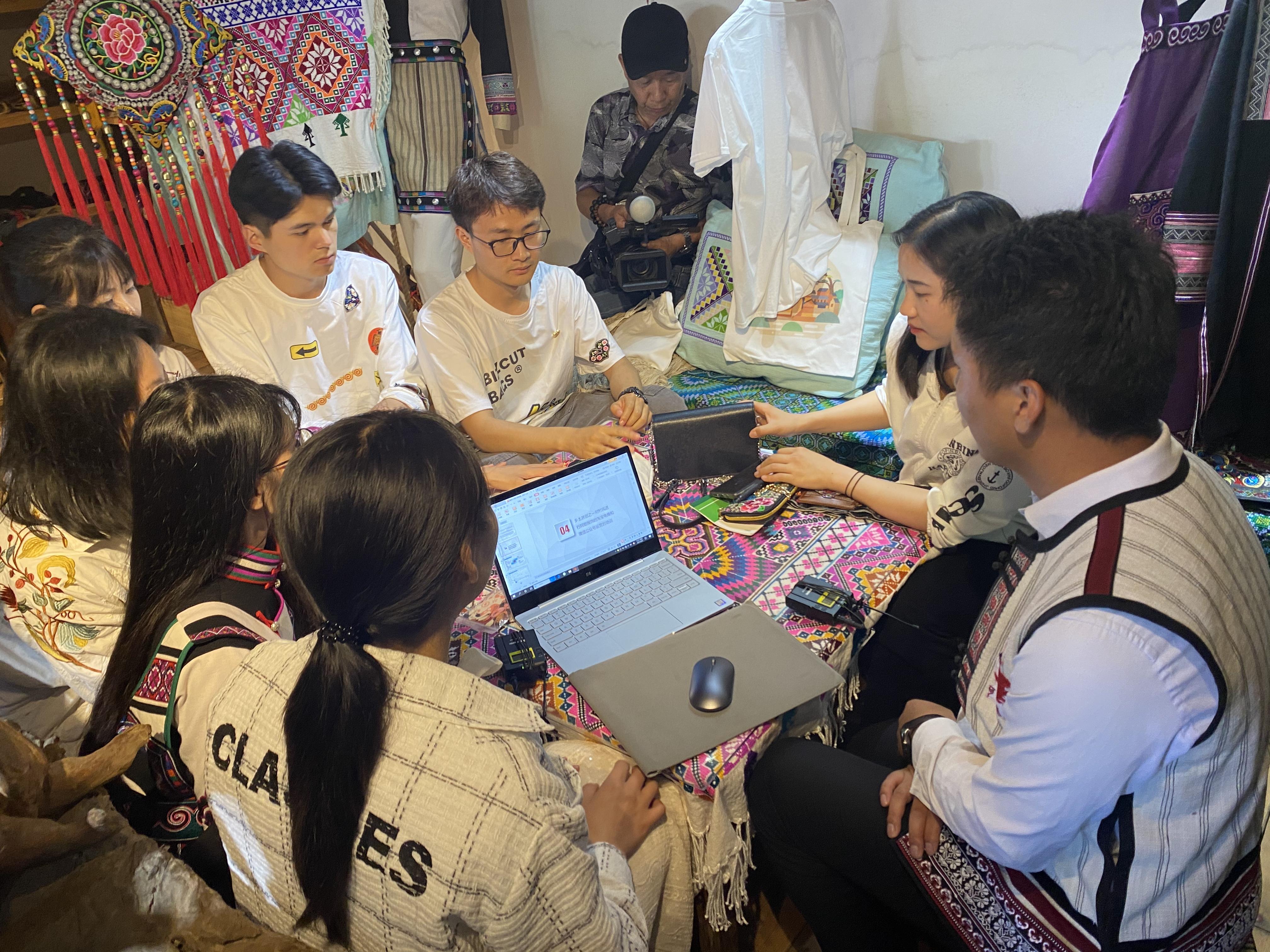 工商管理学院乡土共创营服务型学习活动在 可邑小镇顺利开展
